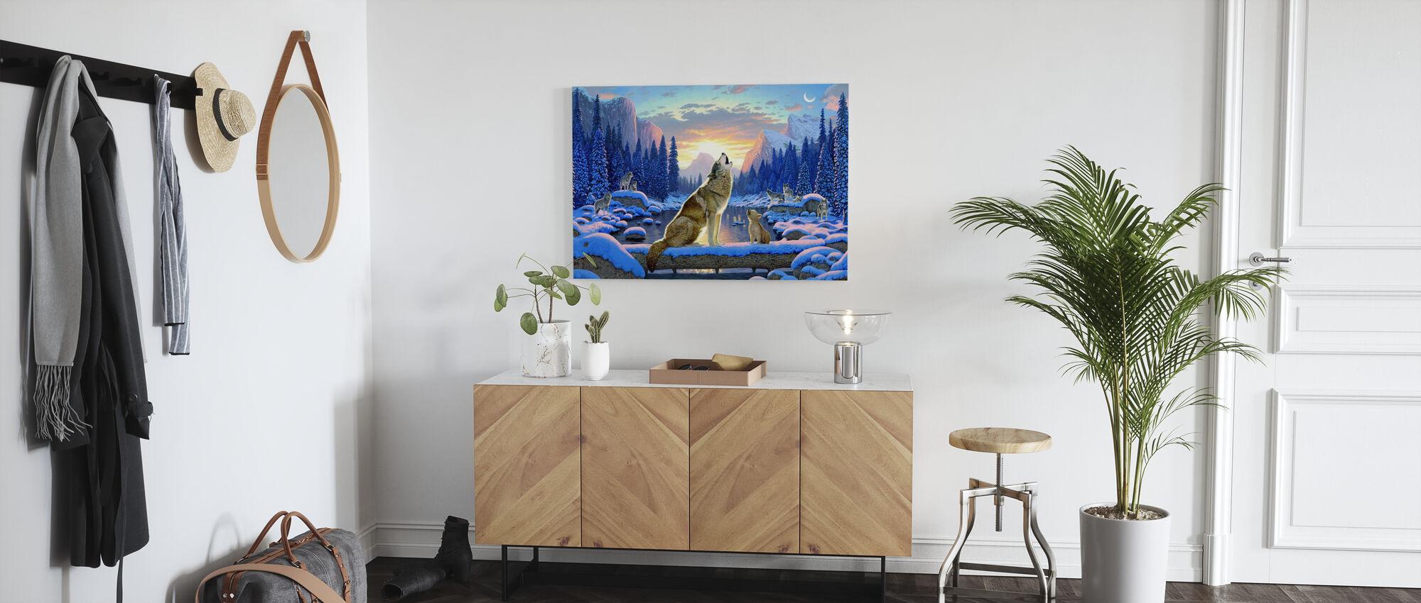 Sittande varg och unge - Canvastavla - Hall