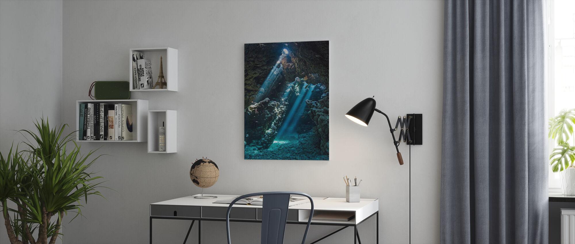 Vedenalainen luola - Canvastaulu - Toimisto