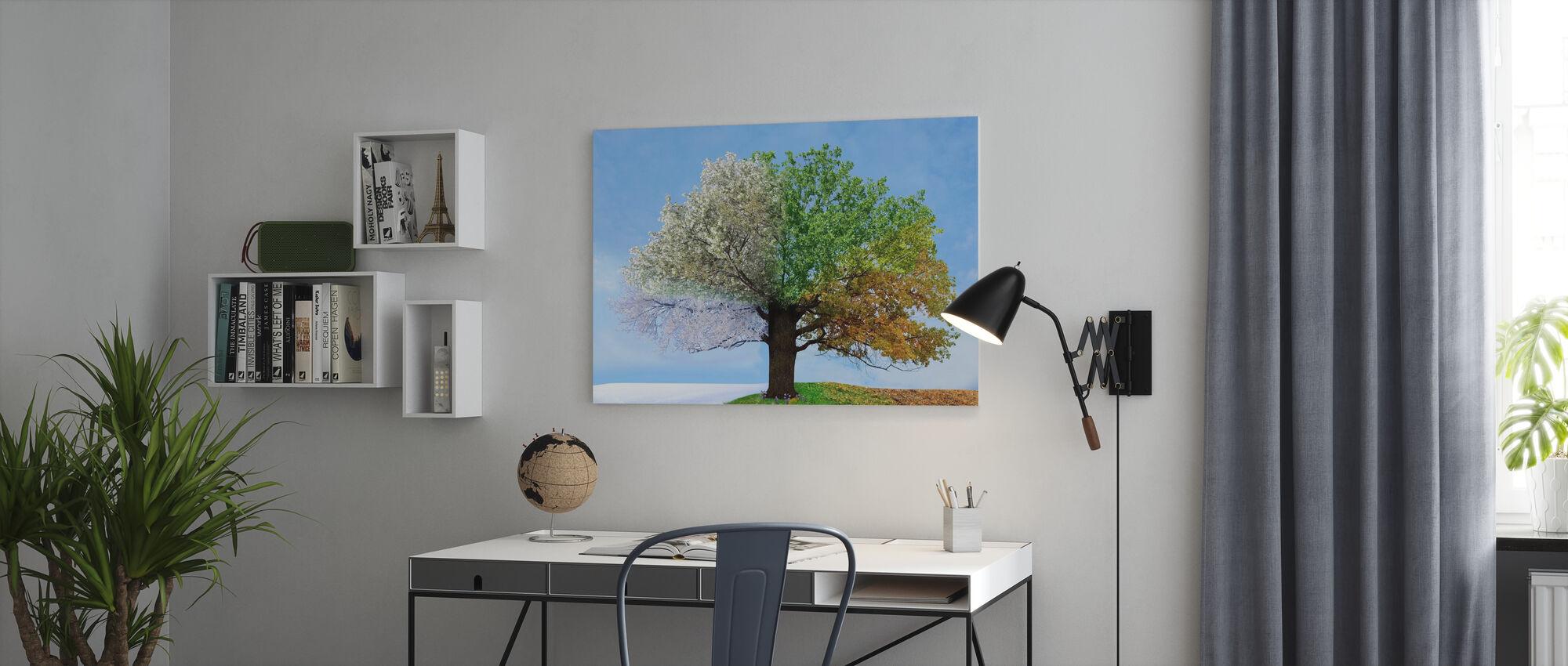 Neljän vuodenajan puu - Canvastaulu - Toimisto