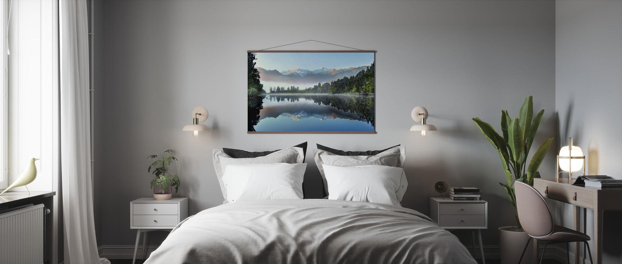 Reflektion av sjön Matheson - Poster - Sovrum