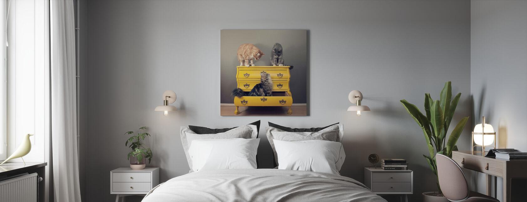 Möte i en gul byrå - Canvastavla - Sovrum