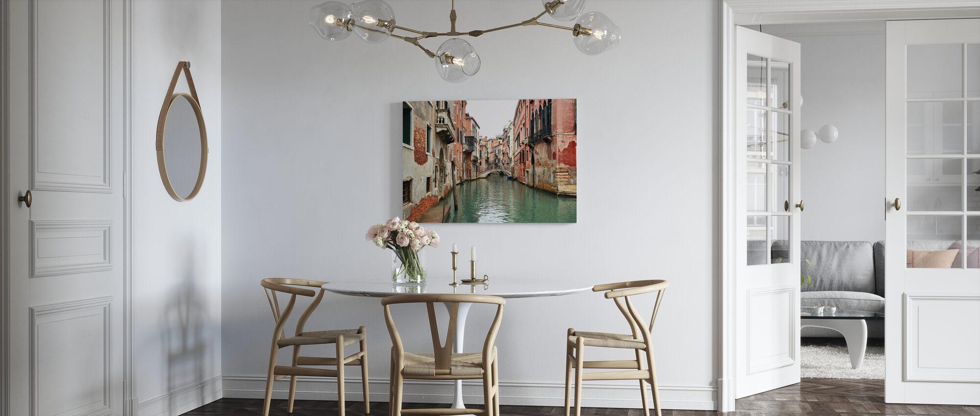 Tiilet ja vesikujat Venetsiassa - Canvastaulu - Keittiö