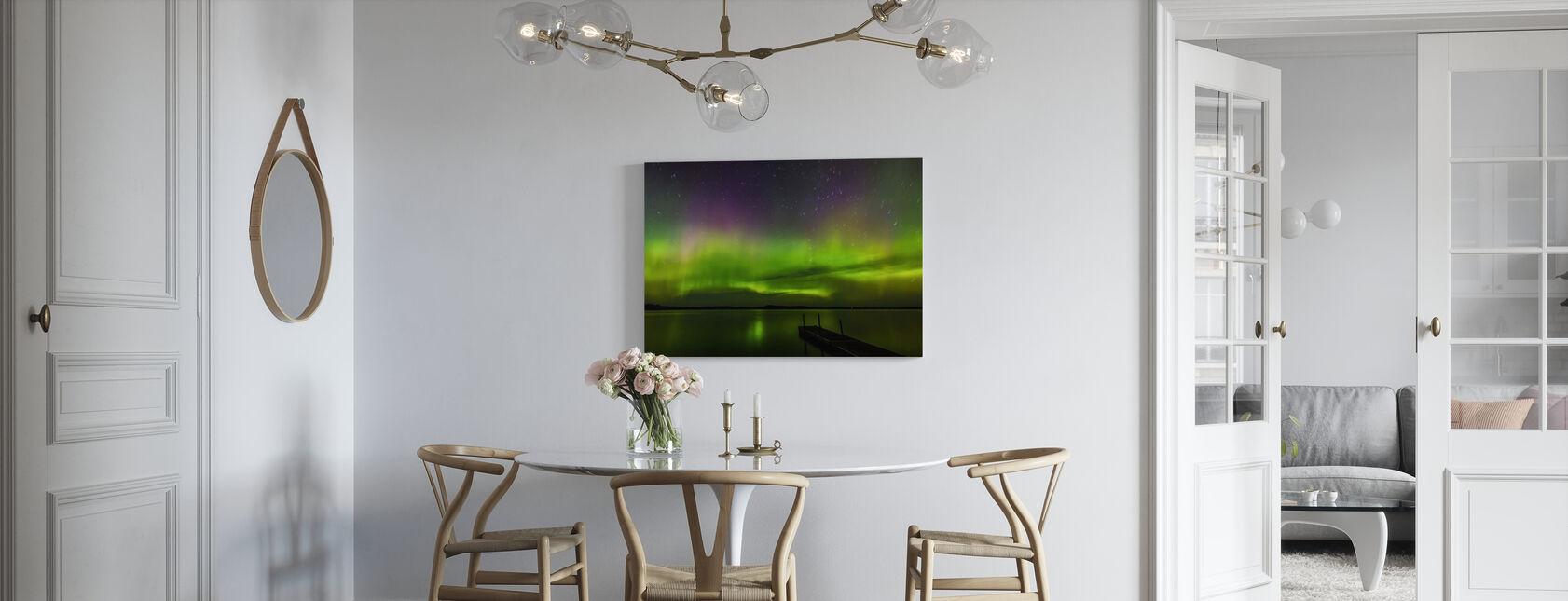 Aurora Borealis over Burntside Lake - Lerretsbilde - Kjøkken