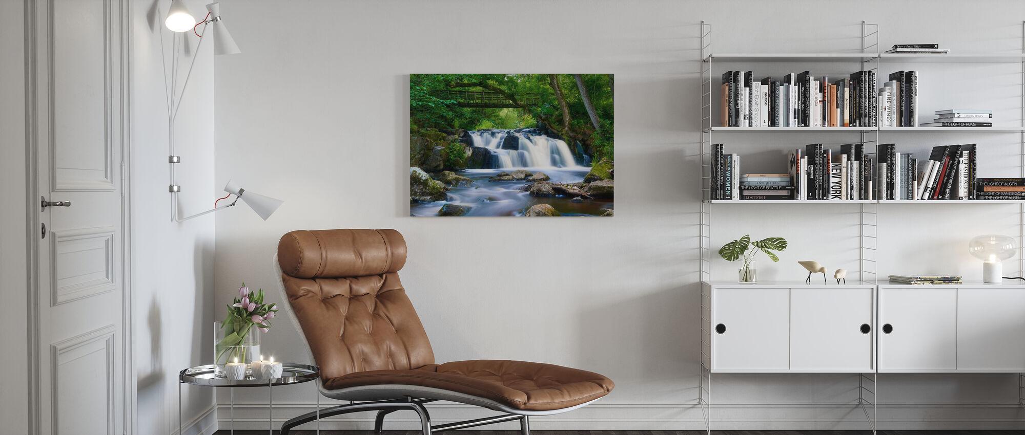 Svenskt vattenfall i Christinehofs Ecopark - Canvastavla - Vardagsrum