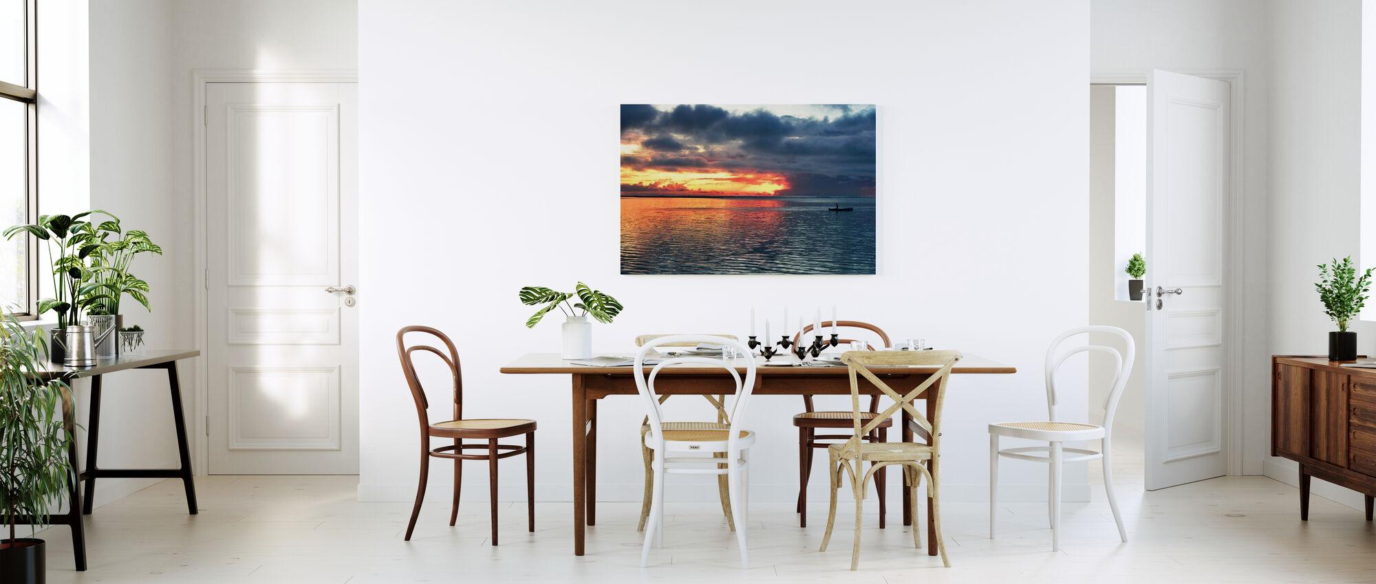 Aurinko laskee meren ja hänen kanssaan - Canvastaulu - Keittiö
