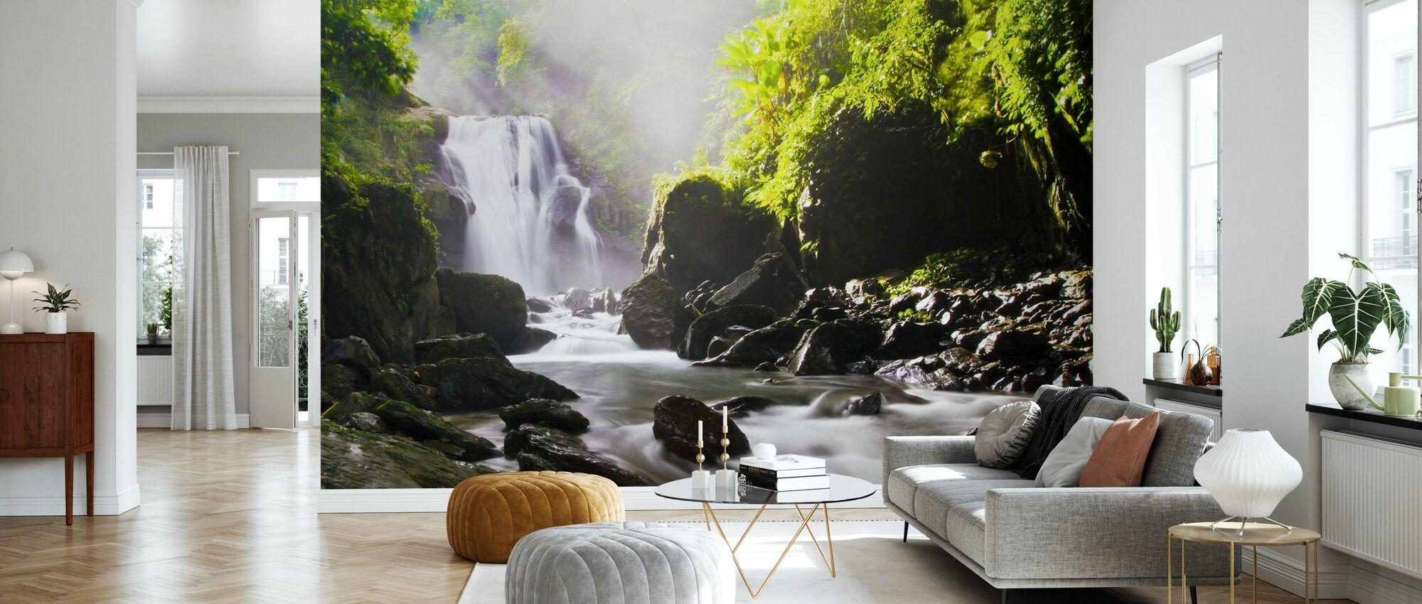 Solstrålar över vattenfall - Tapet - Vardagsrum