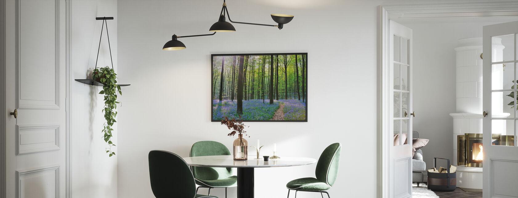 Pfad durch Bluebells Forest - Poster - Küchen