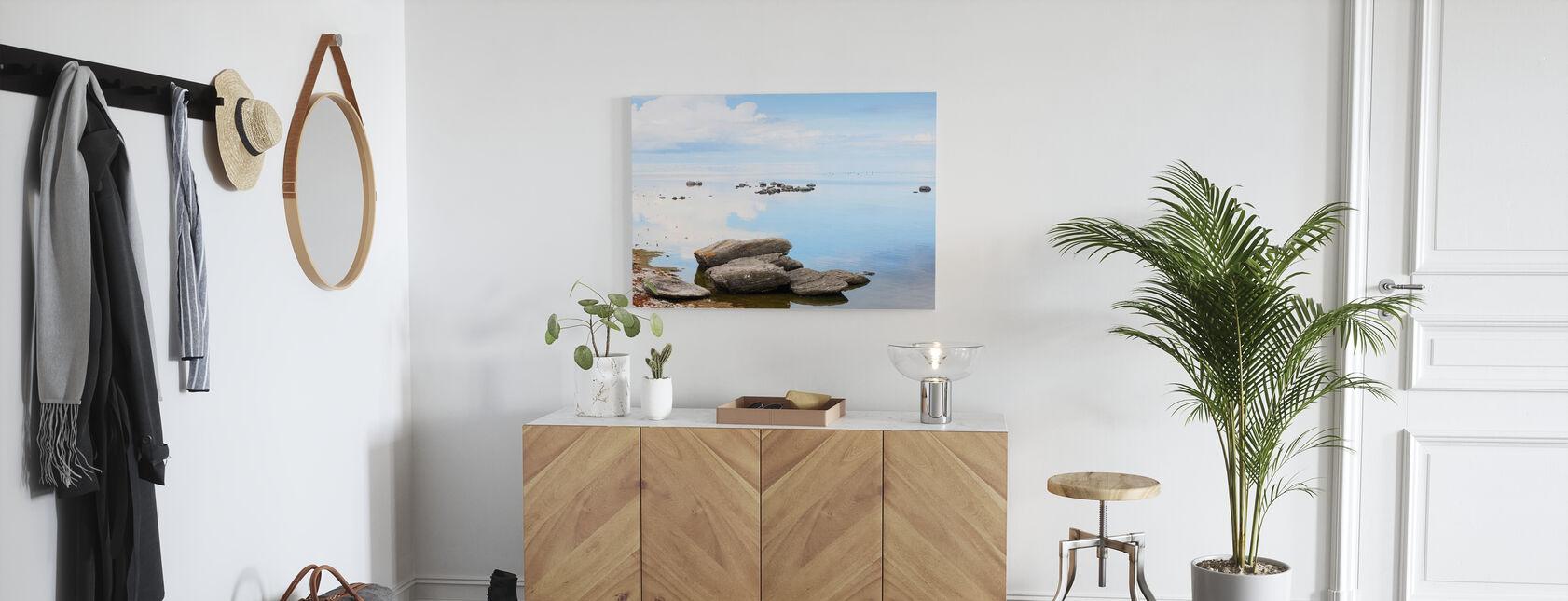 Aurinkoinen päivä Gotlannin rannikolla - Canvastaulu - Aula