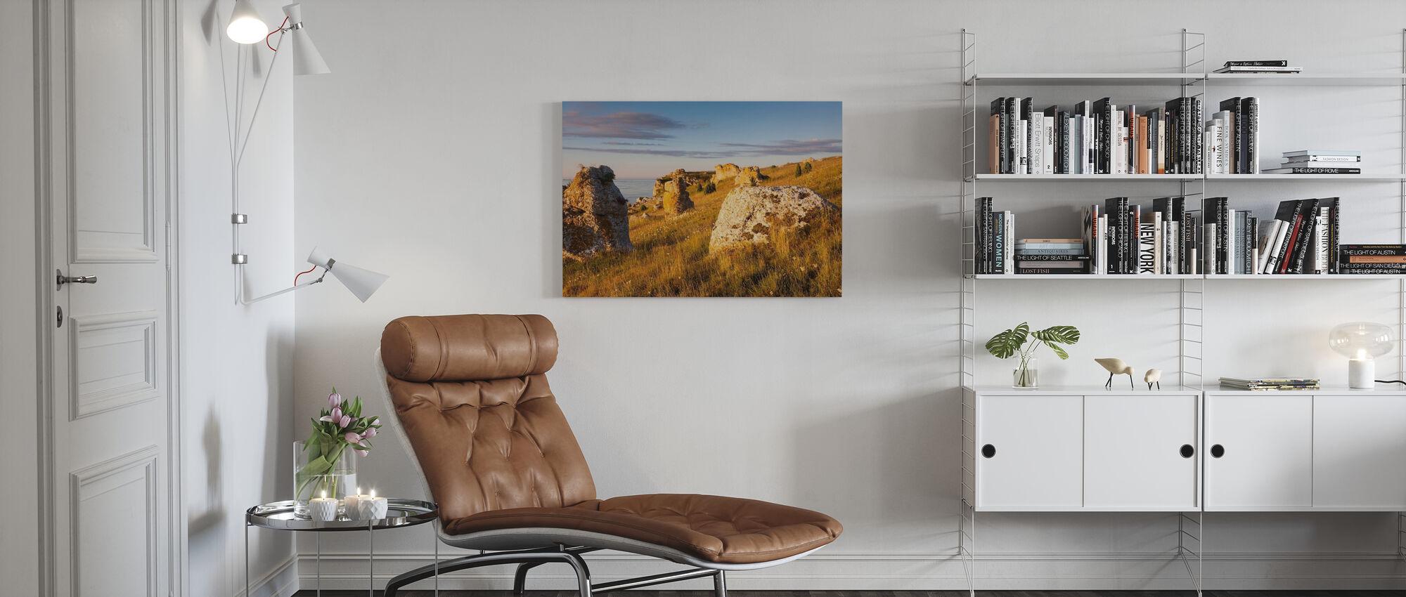 Mooi licht over de zee stapels - Canvas print - Woonkamer