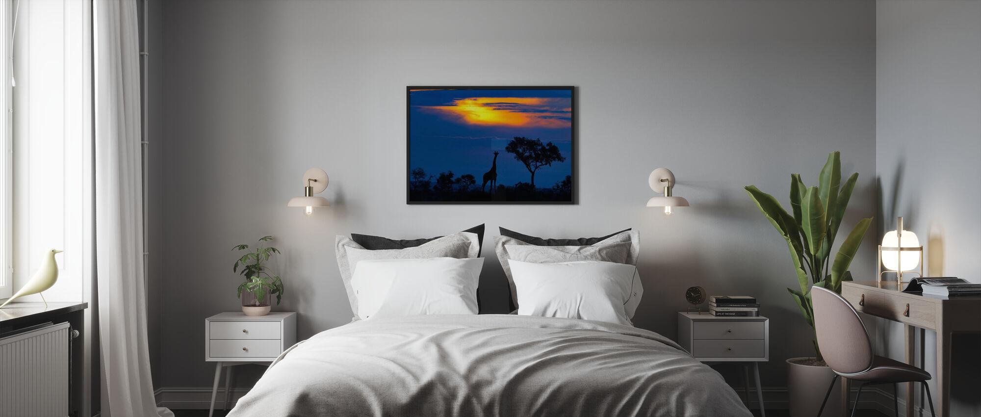 En sjiraff ved solnedgang - Plakat - Soverom