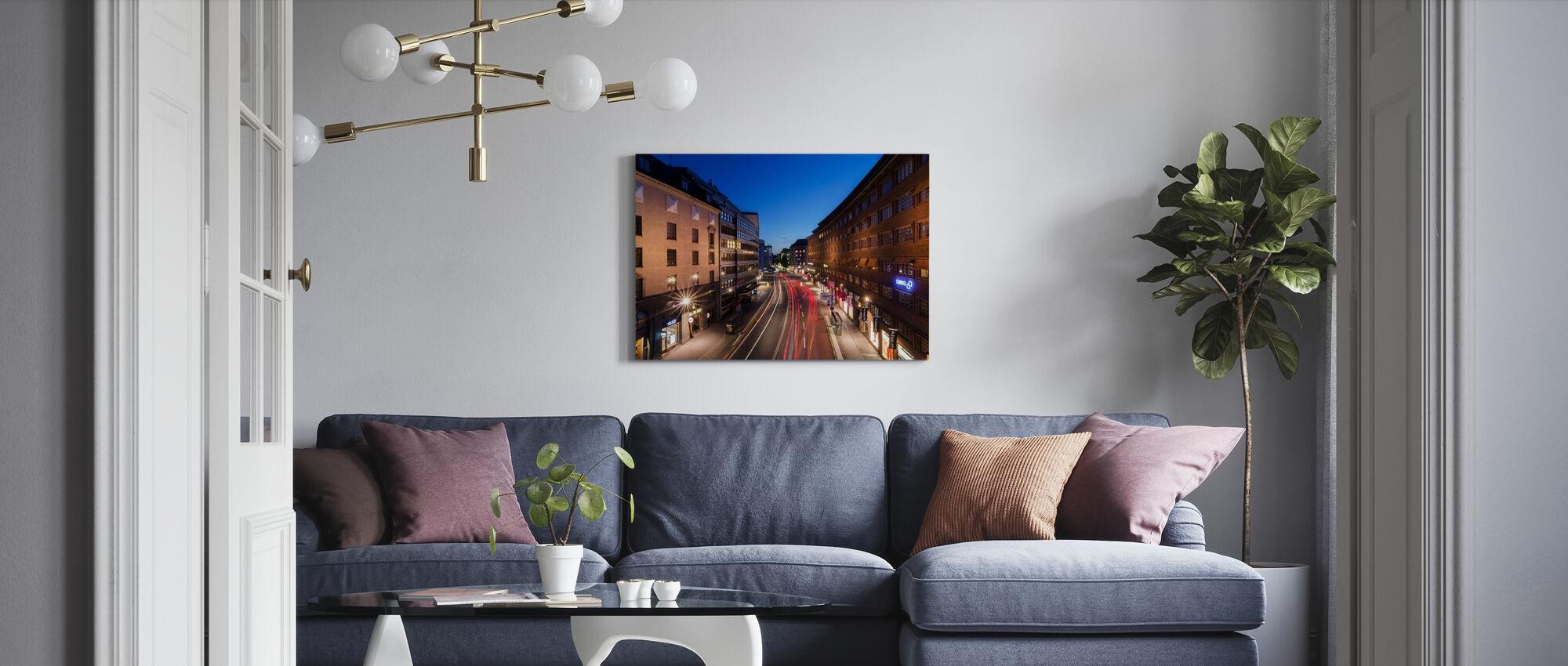 Striature di luce a Kungsgatan - Stampa su tela - Salotto