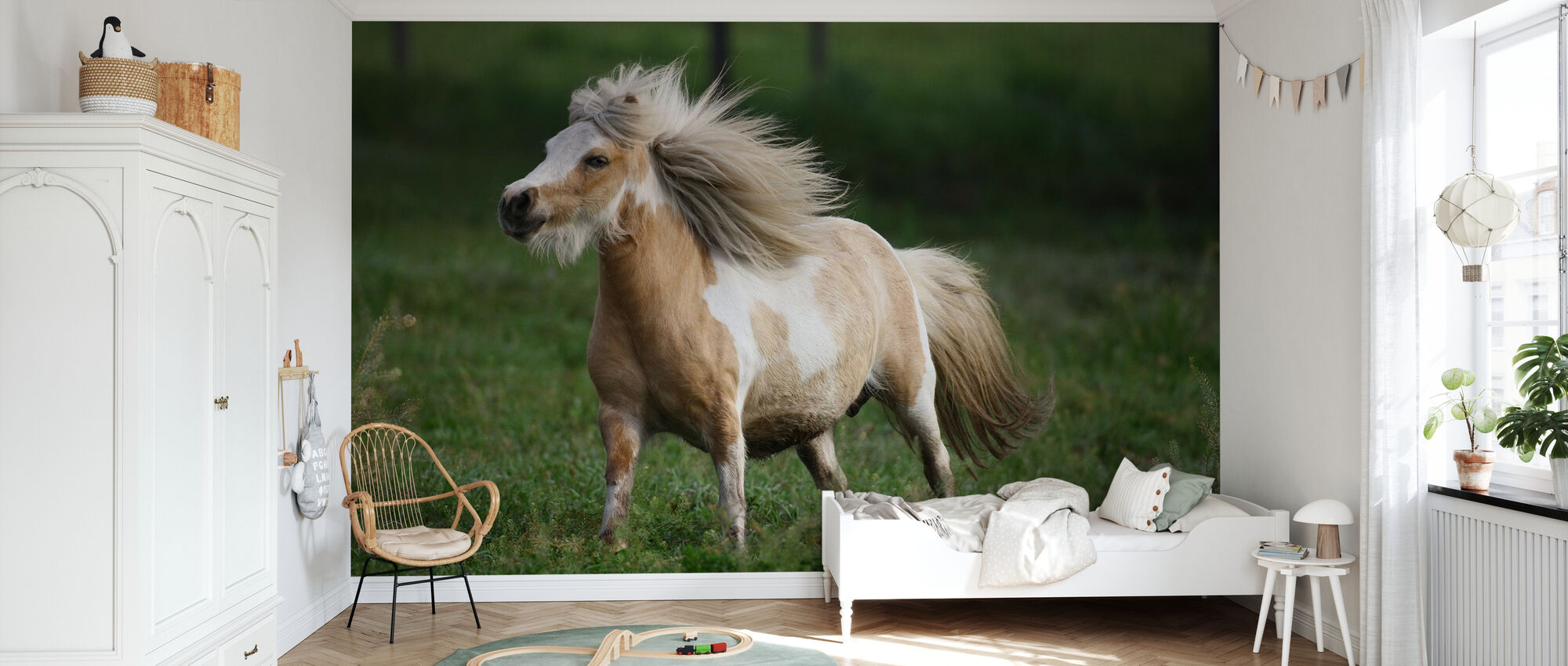 Vild beige häst - Tapet - Barnrum