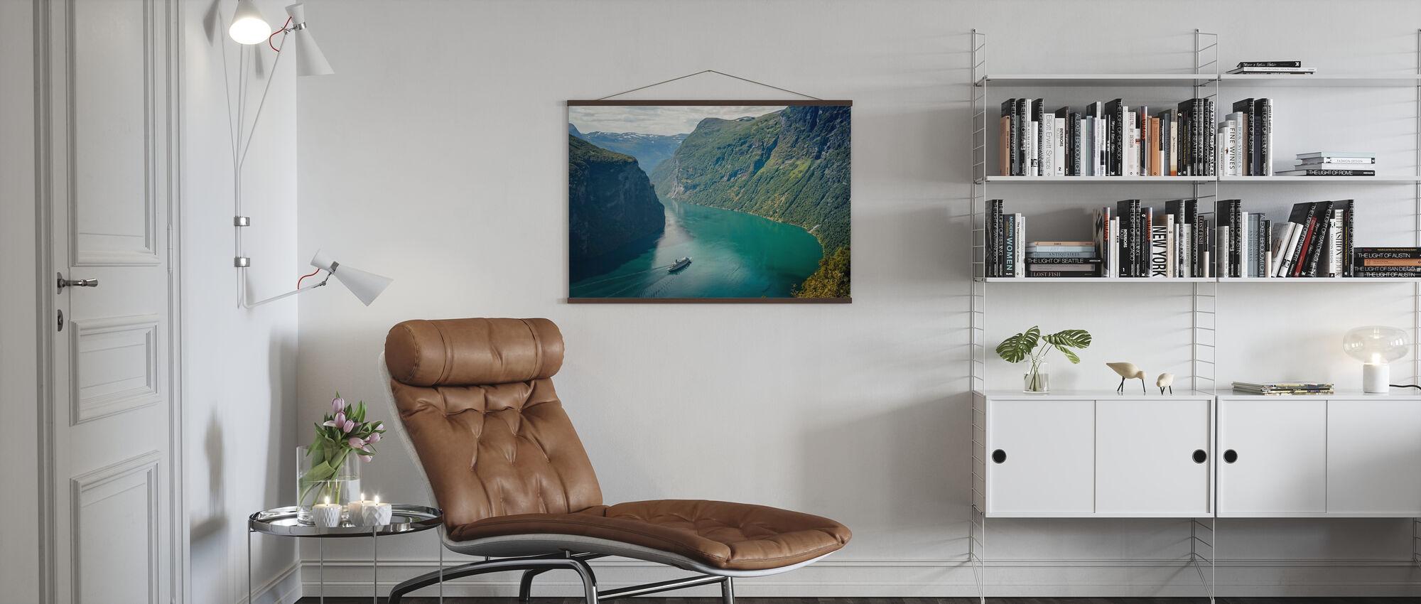 Grünes Wasser des Geirangerfjord, Norwegen - Poster - Wohnzimmer