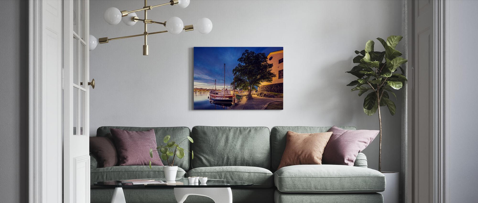 Båtar på Dusk, Stockholm - Canvastavla - Vardagsrum
