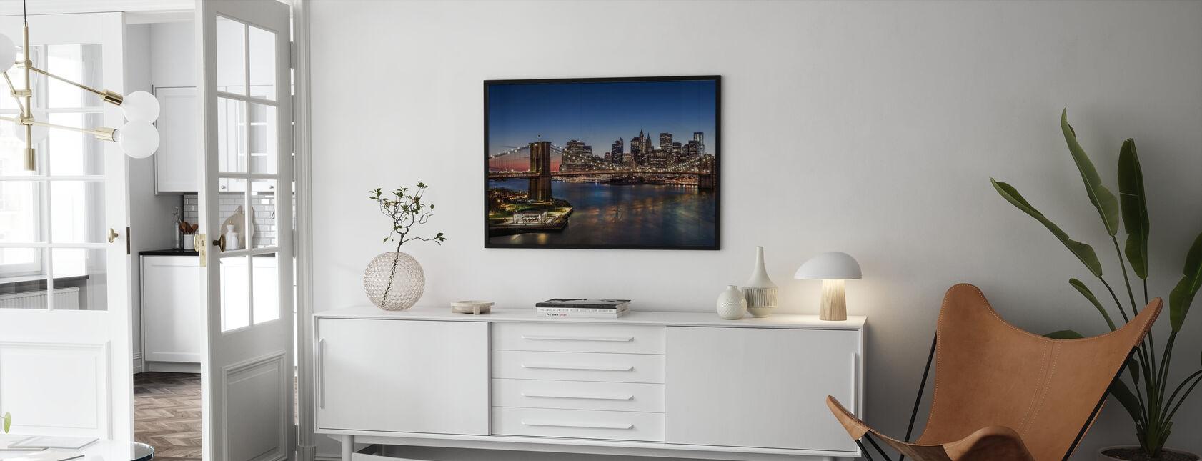 Brooklyn Bridge og Manhattan - Innrammet bilde - Stue