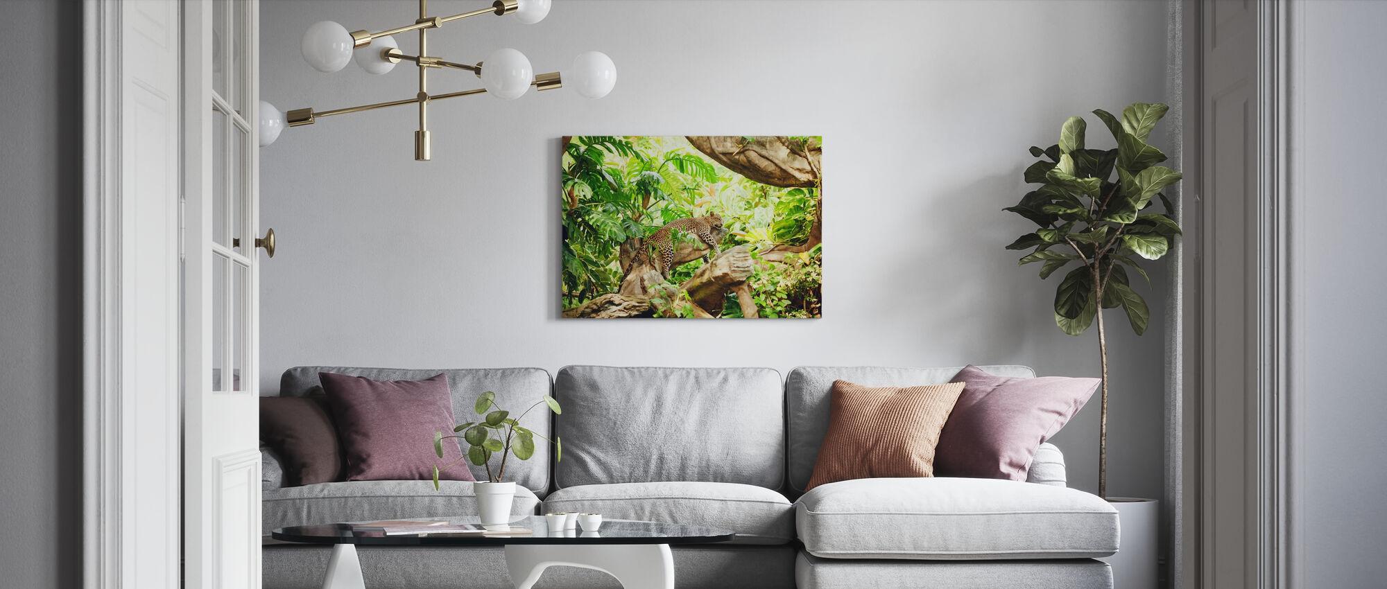 Leopard Dozing i djungeln - Canvastavla - Vardagsrum