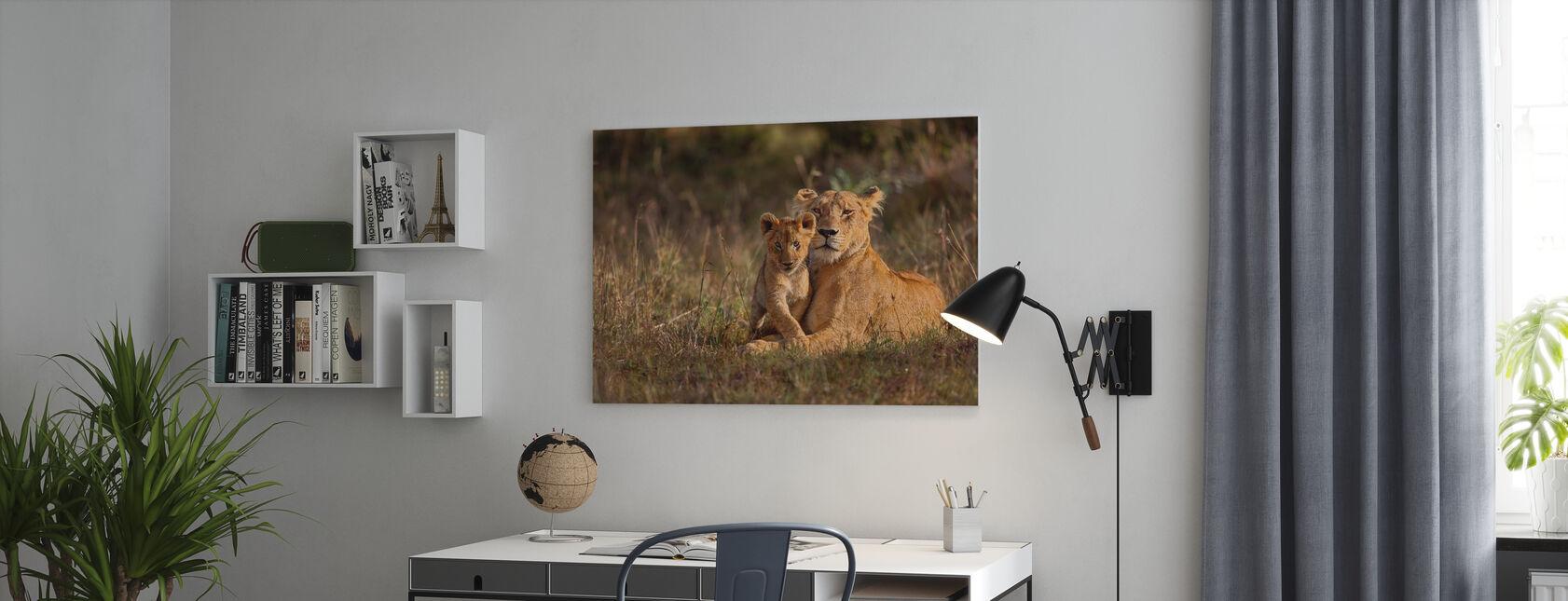 Lion mère et ourson - Impression sur toile - Bureau