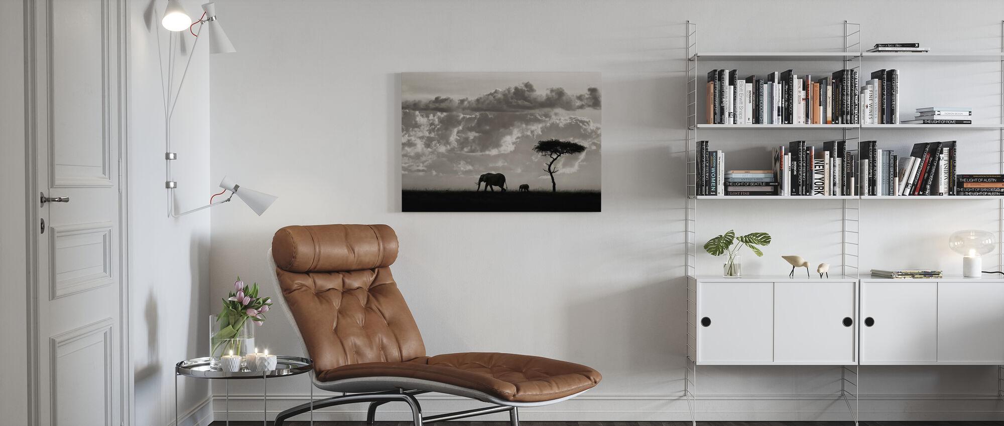 Silhuetter av Mara, svart och vitt - Canvastavla - Vardagsrum