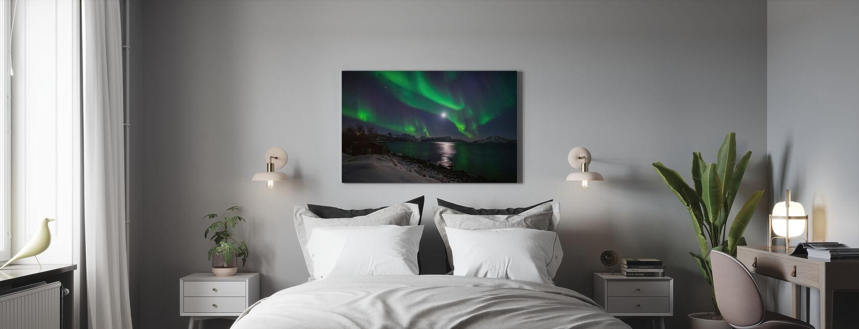 Norra Ljus över Troms kust, Norge - Canvastavla - Sovrum