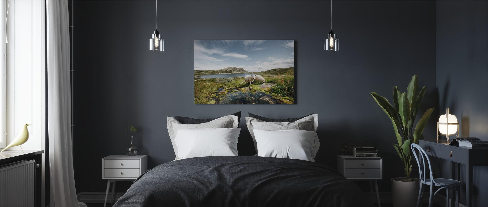 Får ved innsjø i Norge - Lerretsbilde - Soverom