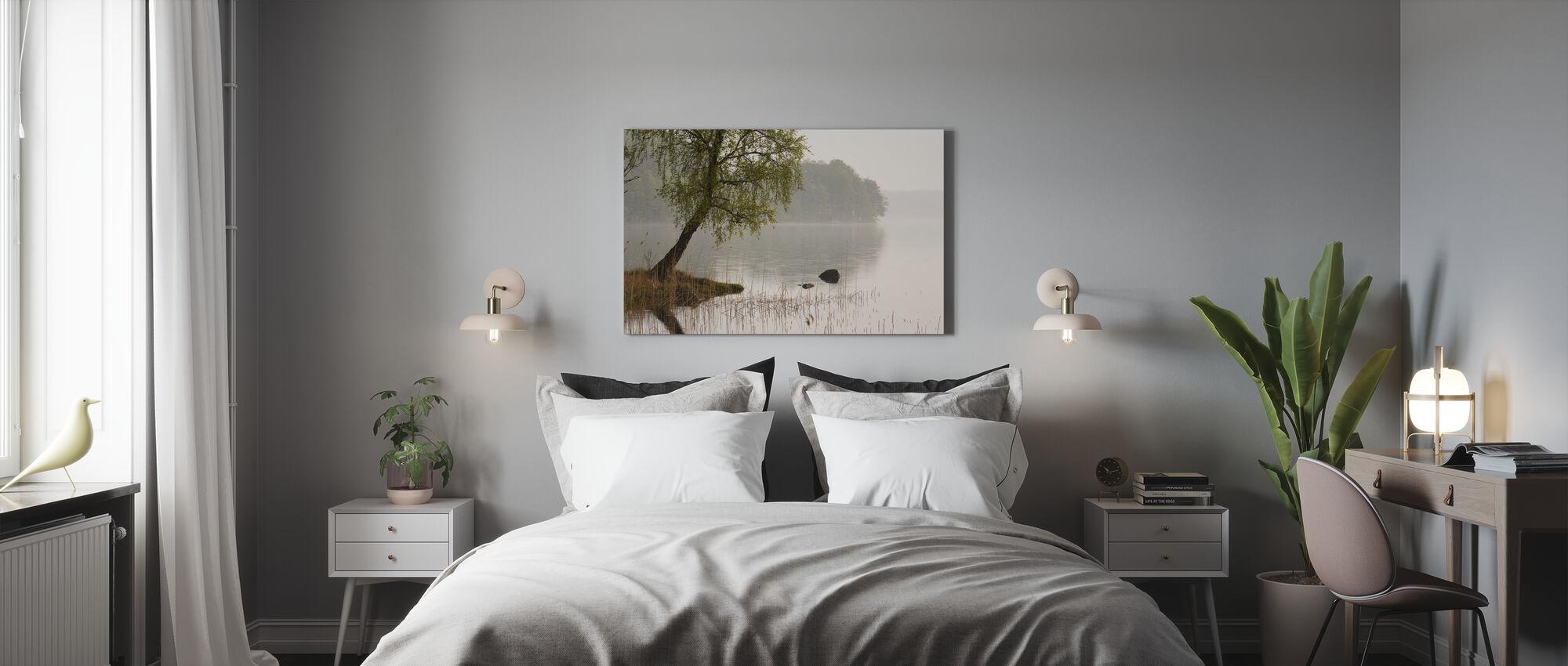 Baum am schwedischen See - Leinwandbild - Schlafzimmer