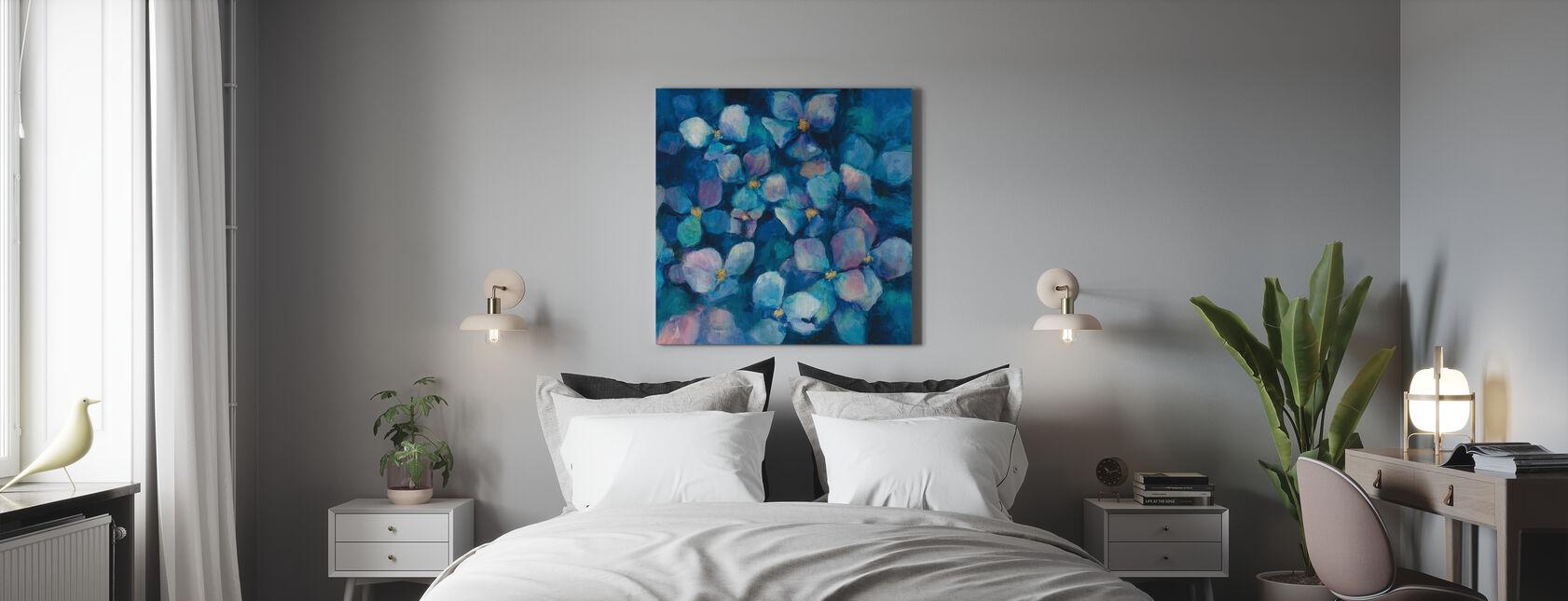 Midnattsblå hortensia med gull - Lerretsbilde - Soverom