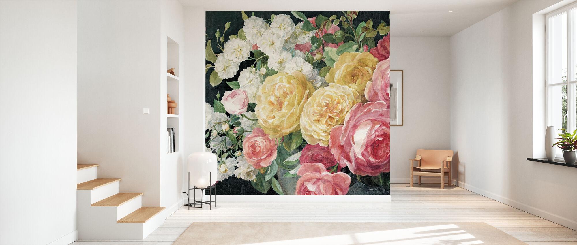 Antieke rozen op zwart - Behang - Gang