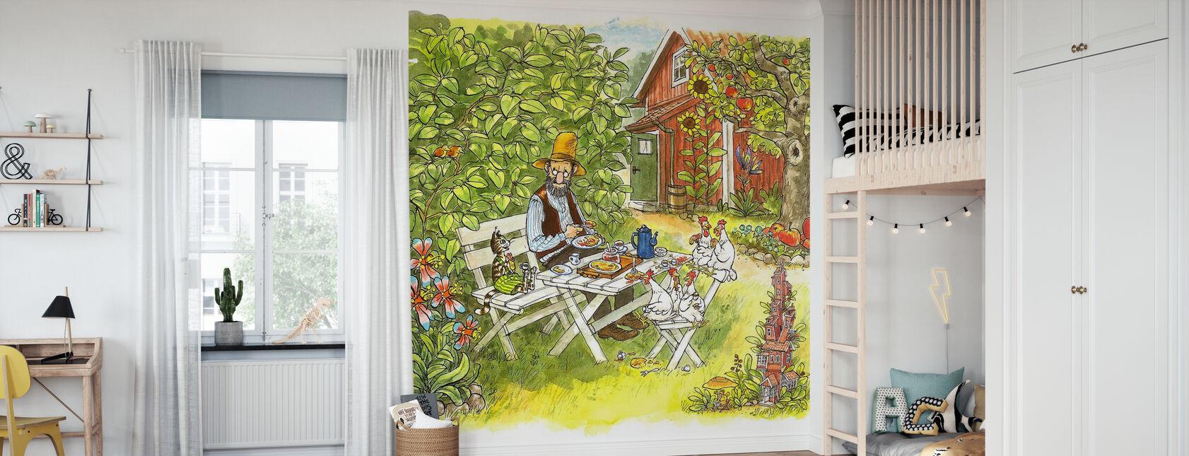 Pettson und Findus - Pfannkuchen Mittagessen im Garten - Tapete - Kinderzimmer