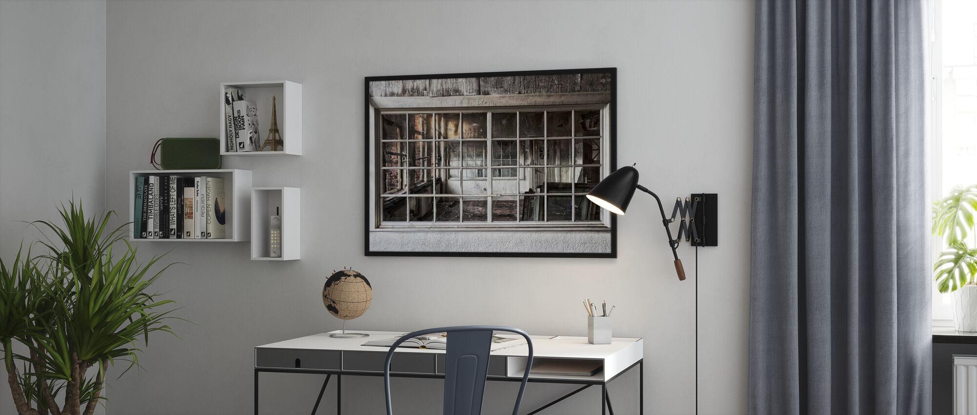 Knust gammelt vindu - Plakat - Kontor