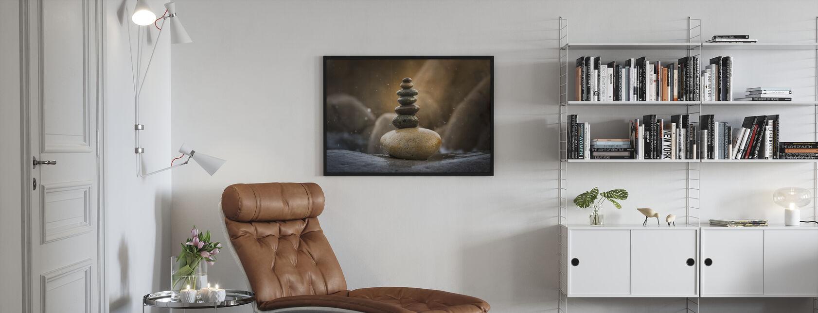 Tasapainoiset pinottu kivet - Kehystetty kuva - Olohuone