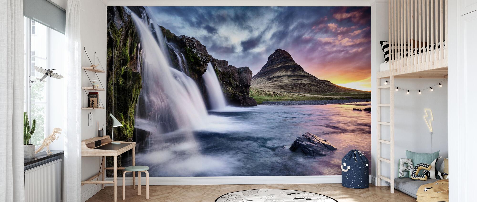 Solnedgång vid Kirkjufellsfoss vattenfall - Tapet - Barnrum