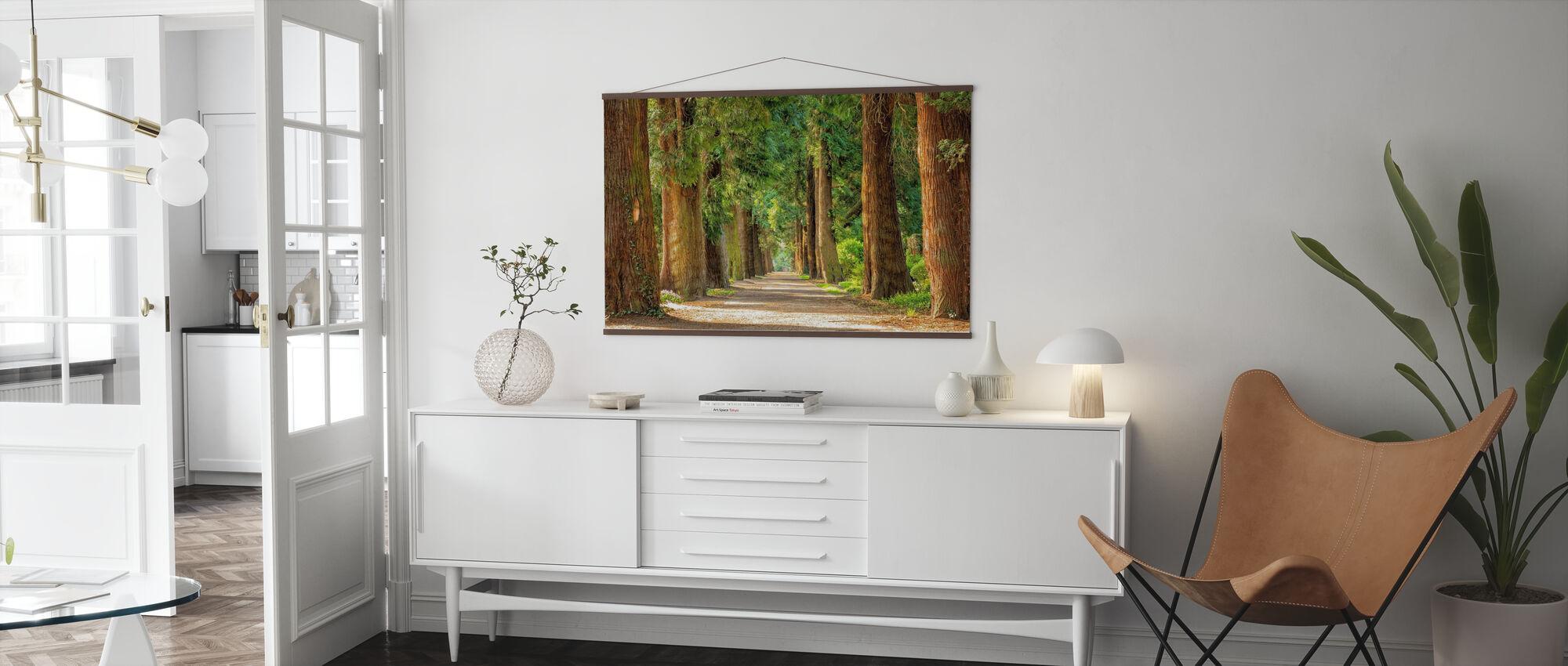 Polku puiden välillä - Juliste - Olohuone