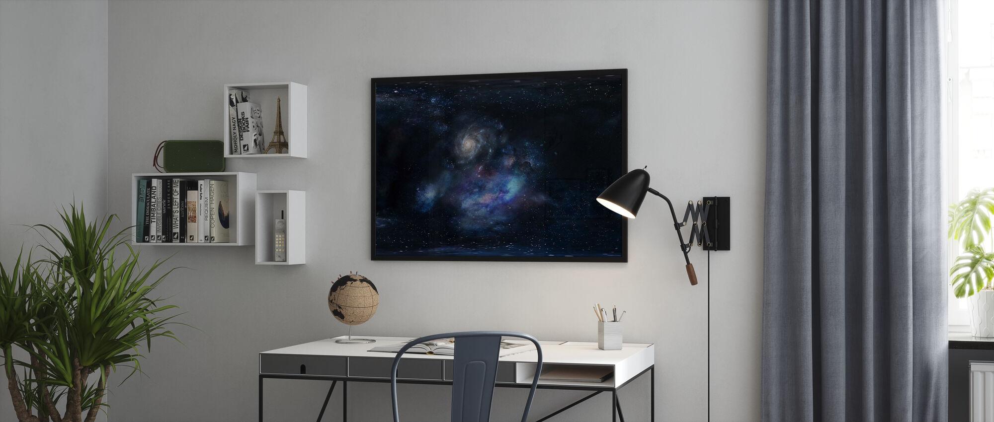 Ulompi avaruus - Kehystetty kuva - Toimisto