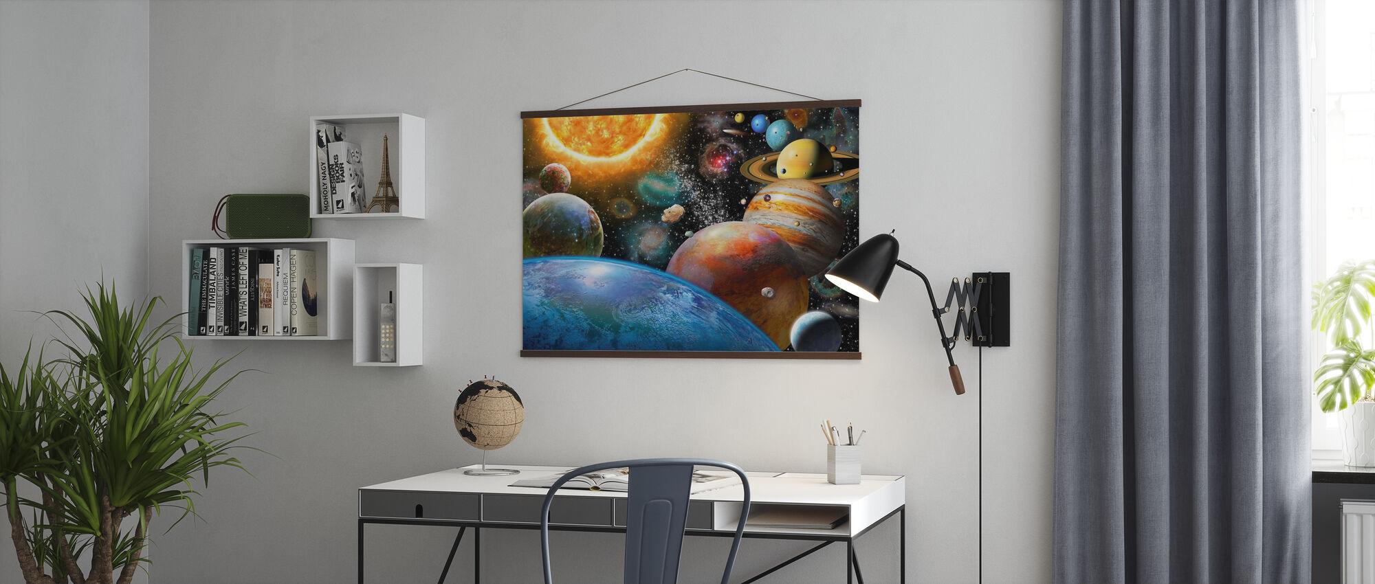 Planeetat ja niiden kuut - Juliste - Toimisto