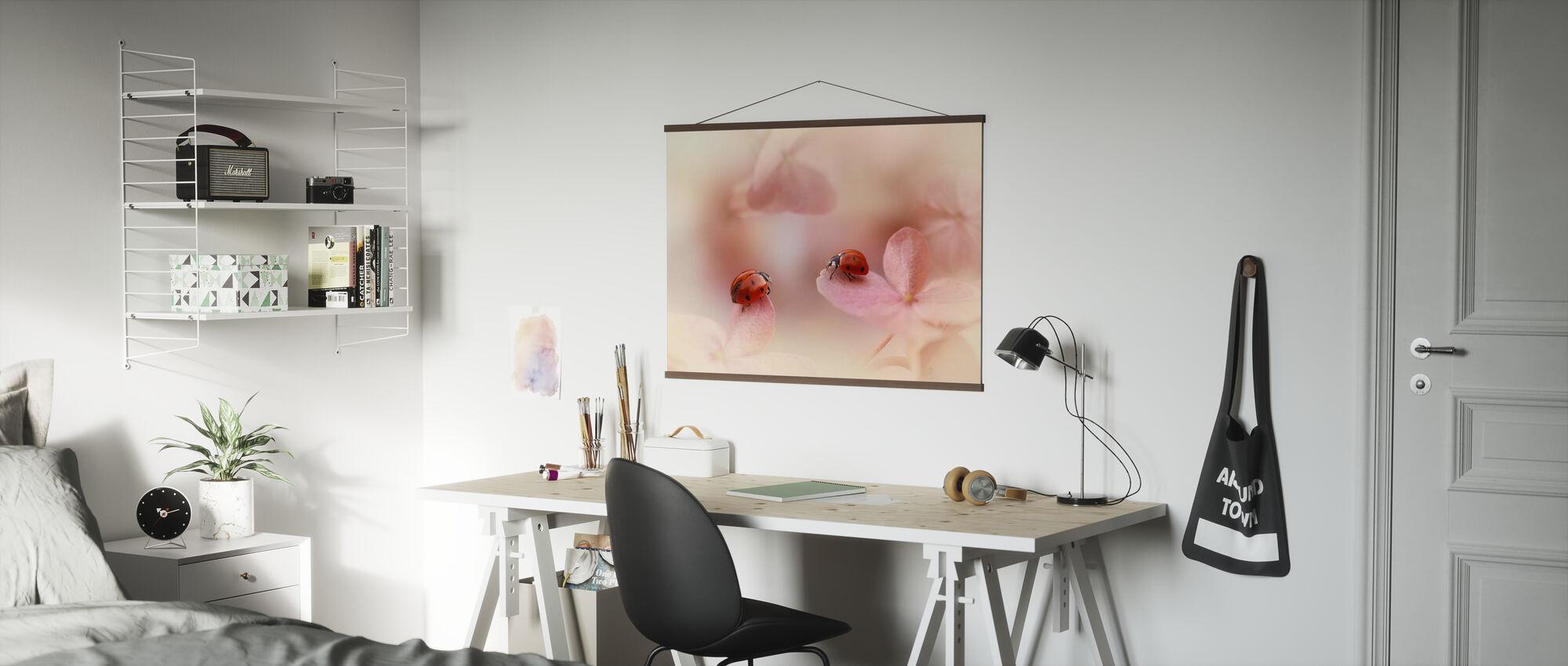 Leppäkerttuja vaaleanpunainen Hydrangea - Juliste - Toimisto
