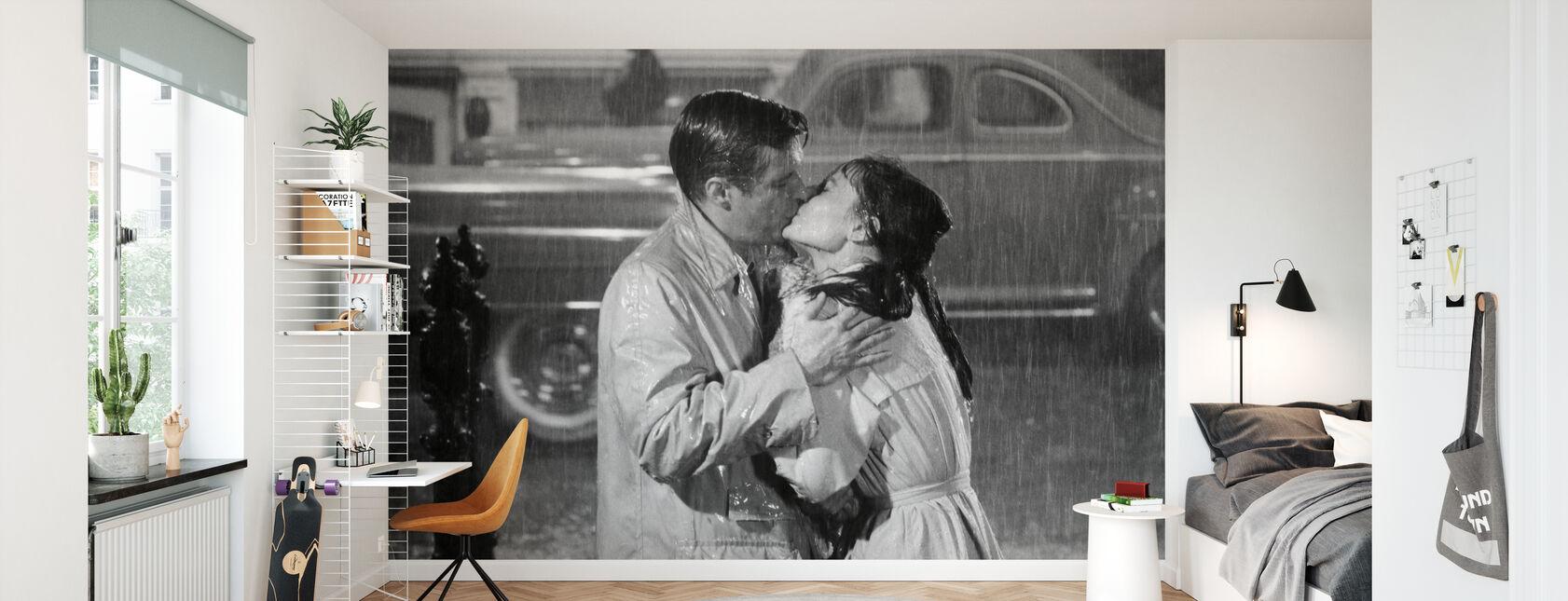 Audrey Hepburn and George Peppard in Breakfast at Tiffanys - Wallpaper - Kids Room