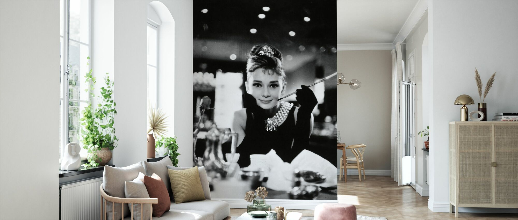 Audrey Hepburn in Breakfast at Tiffanys - Wallpaper - Living Room