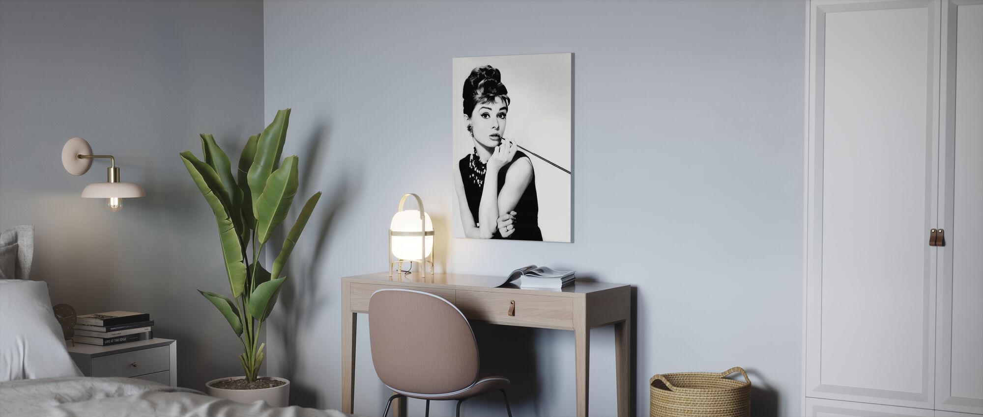 Audrey Hepburn in Breakfast at Tiffanys - Canvas print - Office