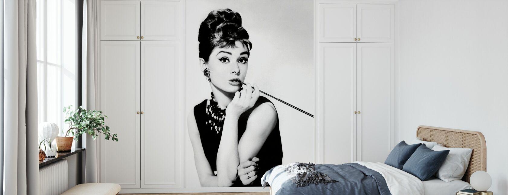 Audrey Hepburn in Breakfast at Tiffanys - Wallpaper - Bedroom