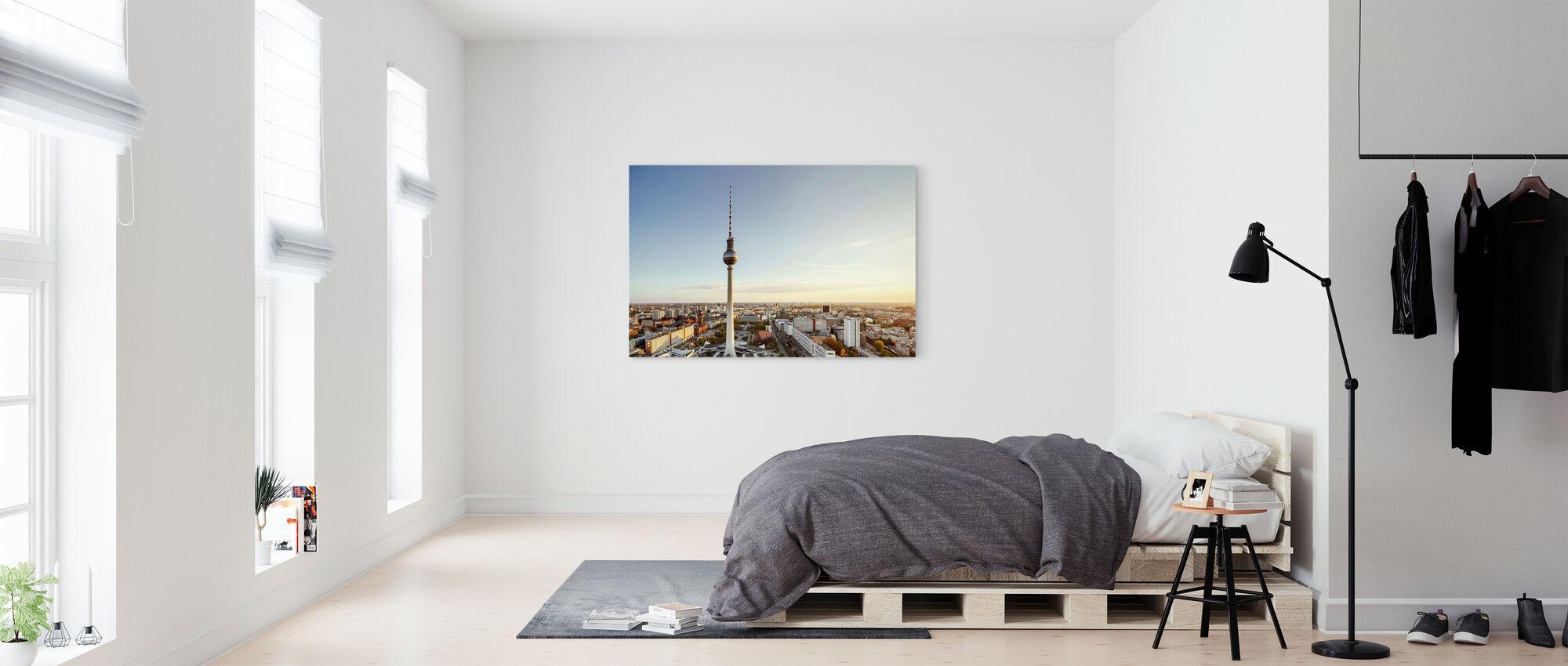 Berliinin TV-torni auringonlaskun aikaan - Canvastaulu - Makuuhuone
