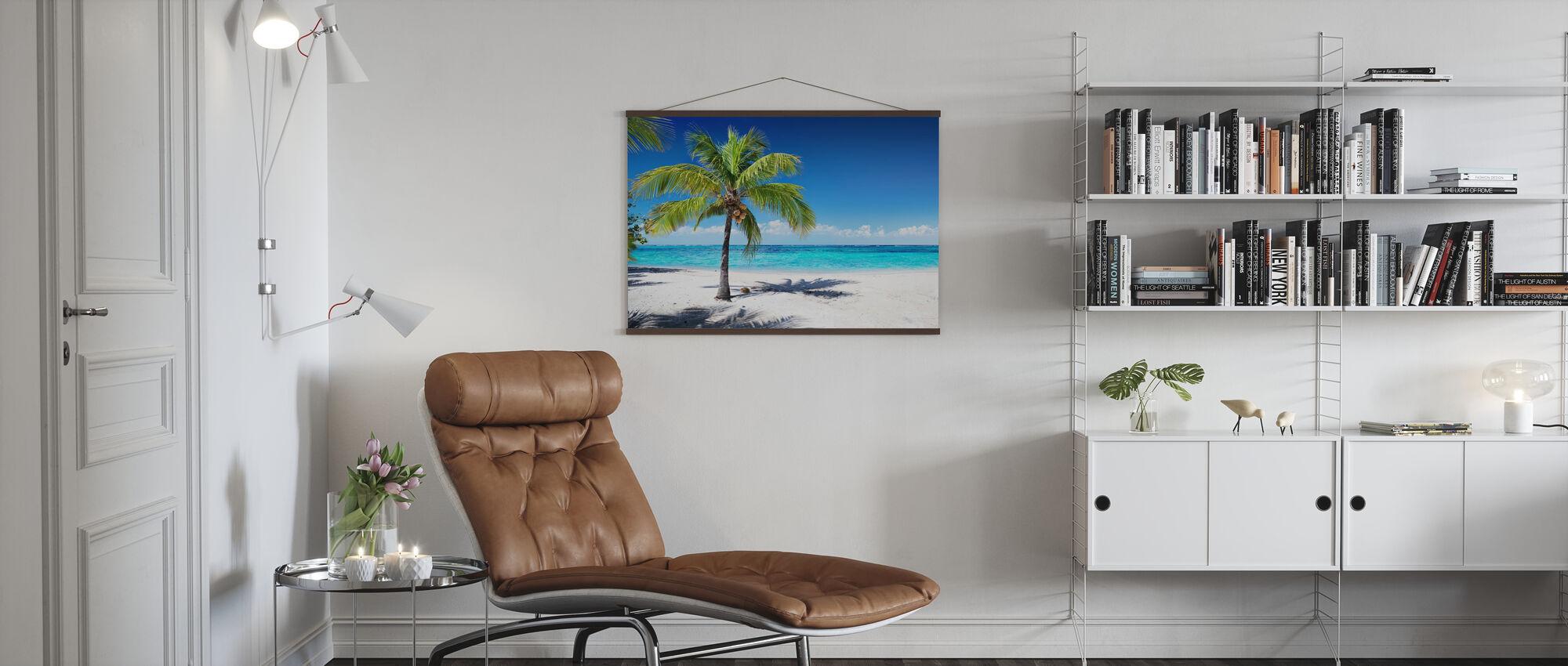 Koraalstrand met palmboom - Poster - Woonkamer