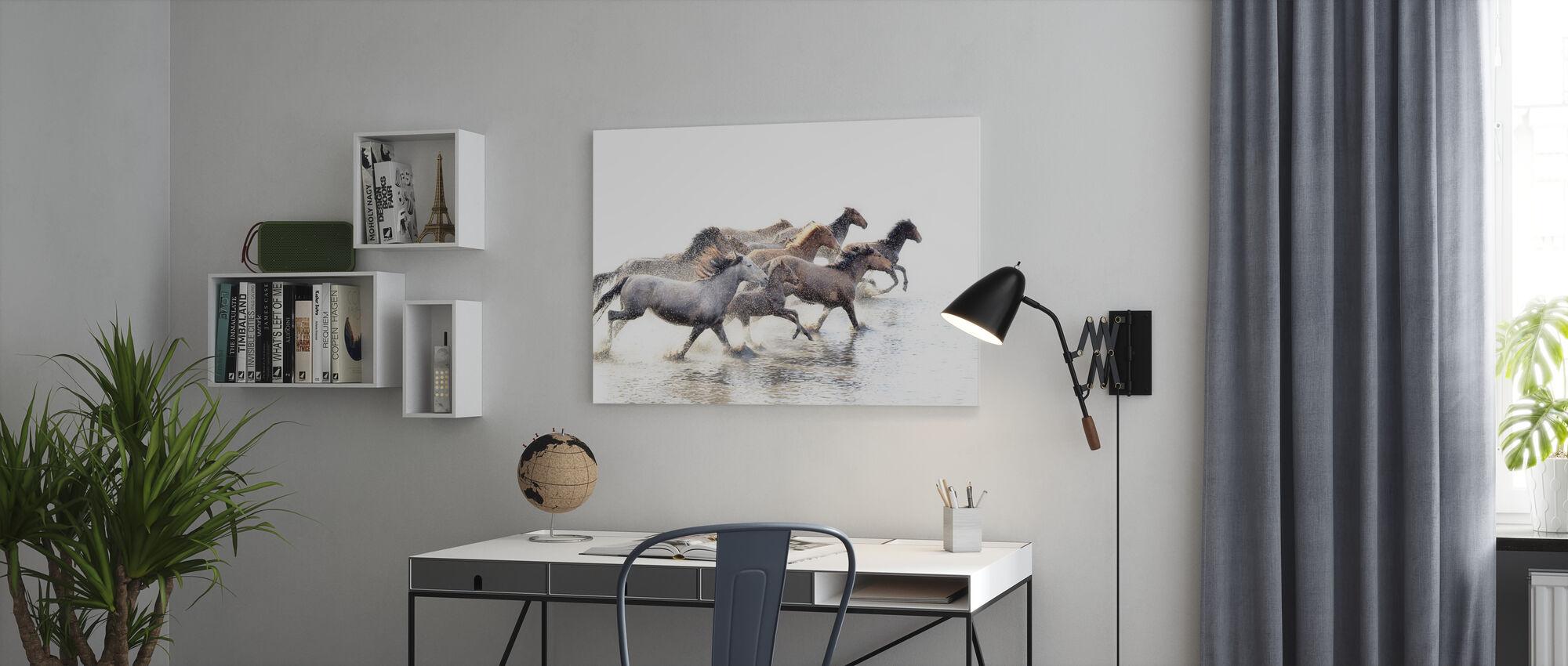 Vilde hester av Anatolia - Lerretsbilde - Kontor