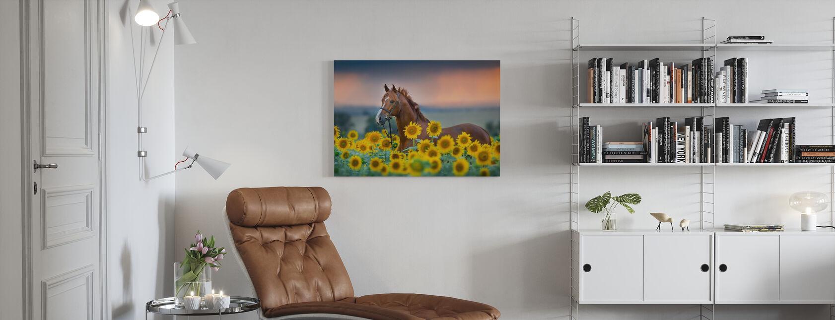 Rotes Pferd im Sonnenblumenfeld - Leinwandbild - Wohnzimmer