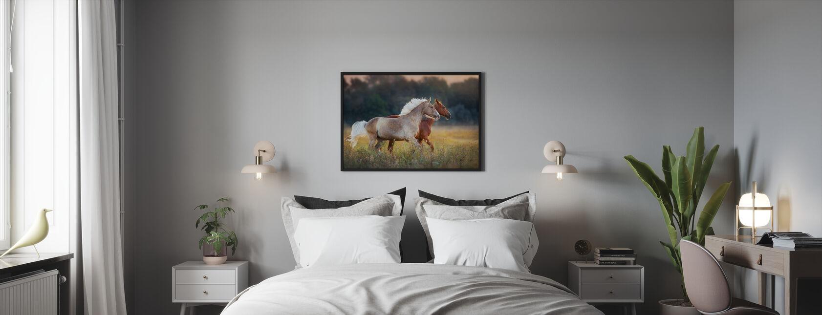 Cavallo Rosso e Crema - Stampa incorniciata - Camera da letto