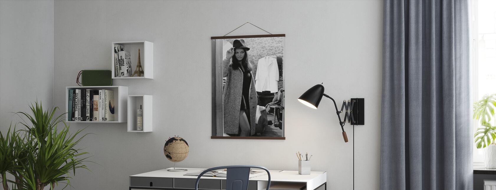 Fine Pair - Claudia Cardinale - Poster - Office