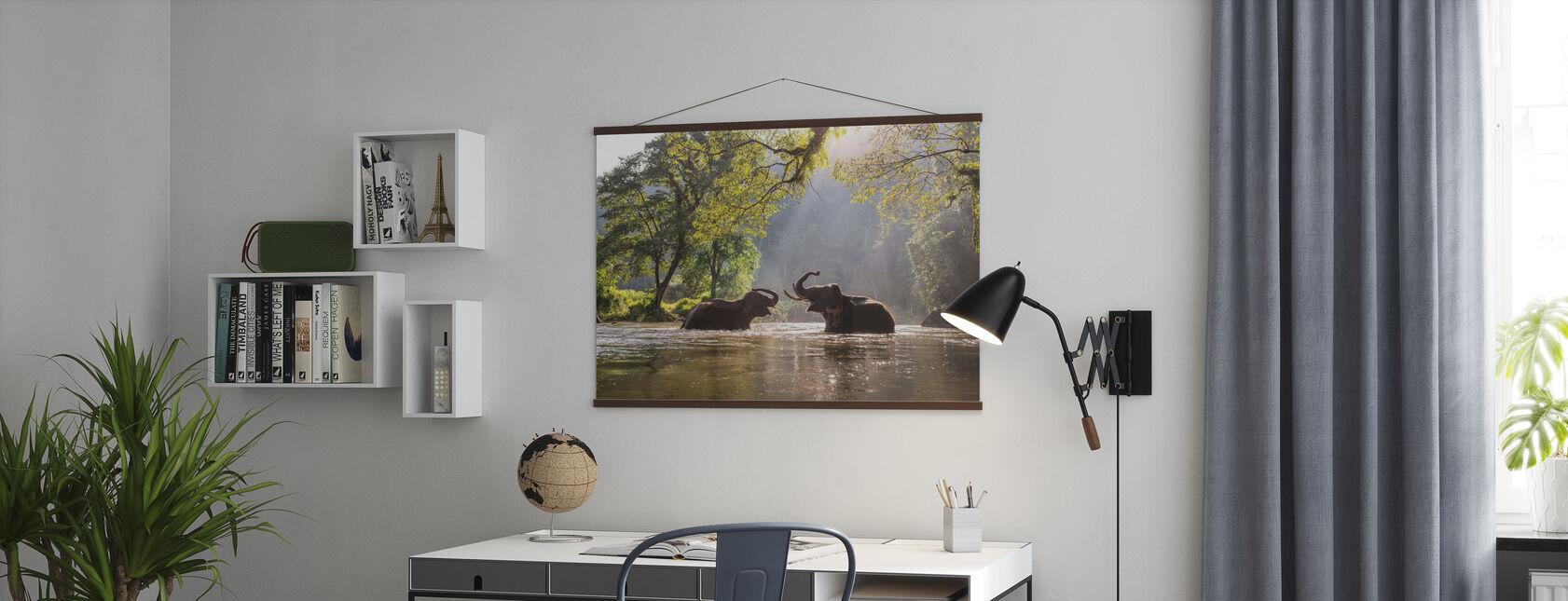 L'éléphant joue de l'eau - Affiche - Bureau