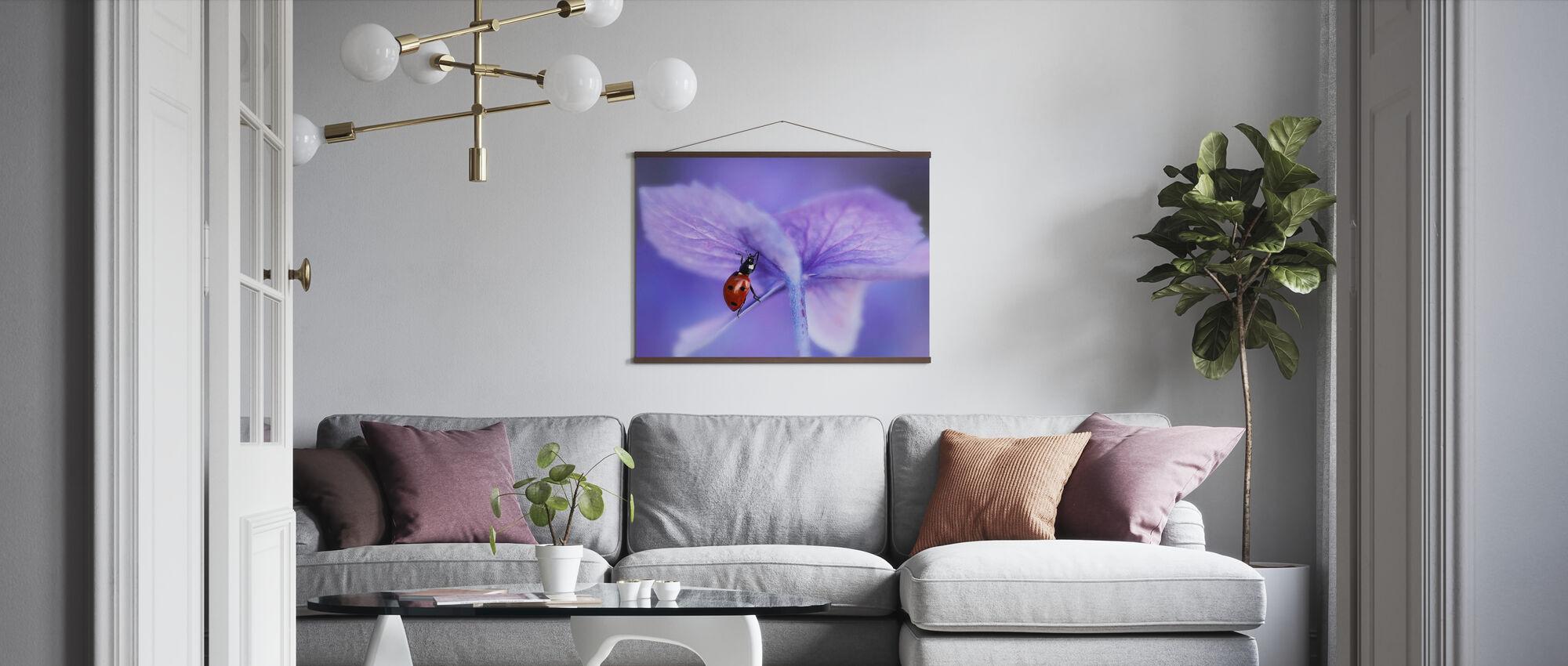 Leppäkerttu Purppura hortensia - Juliste - Olohuone