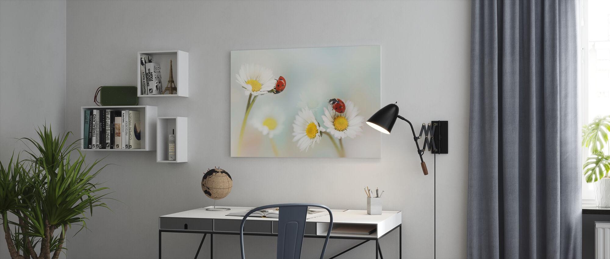 Kevätaika - Canvastaulu - Toimisto