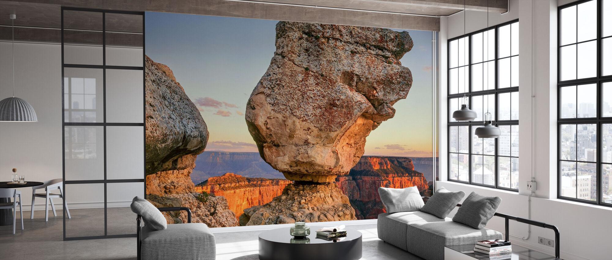 Evenwichtige rots bij zonsondergang - Behang - Kantoor