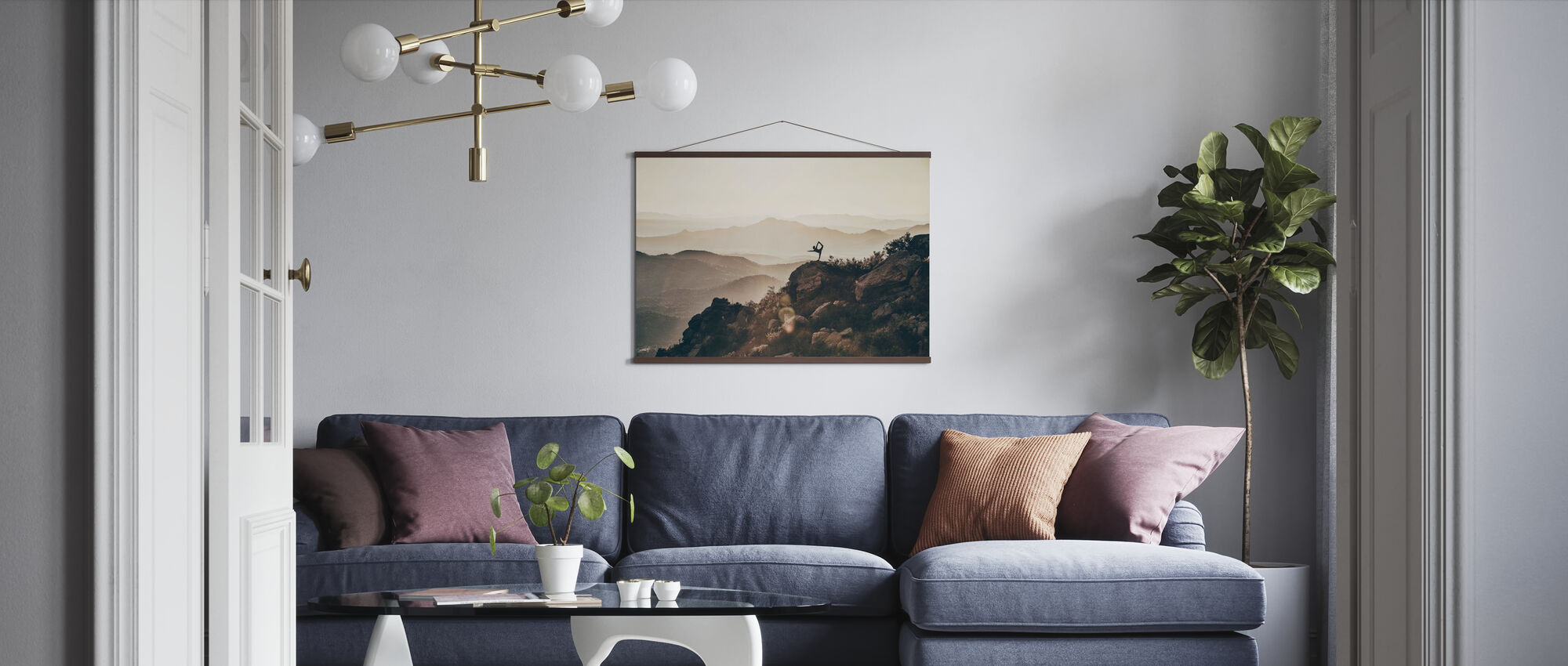 Vrouw op Rocky Mountains - Poster - Woonkamer